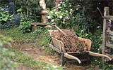 Fertigen Kompost verteilen und einarbeiten.