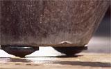 Töpfe und Kübel vom Boden abstützen.